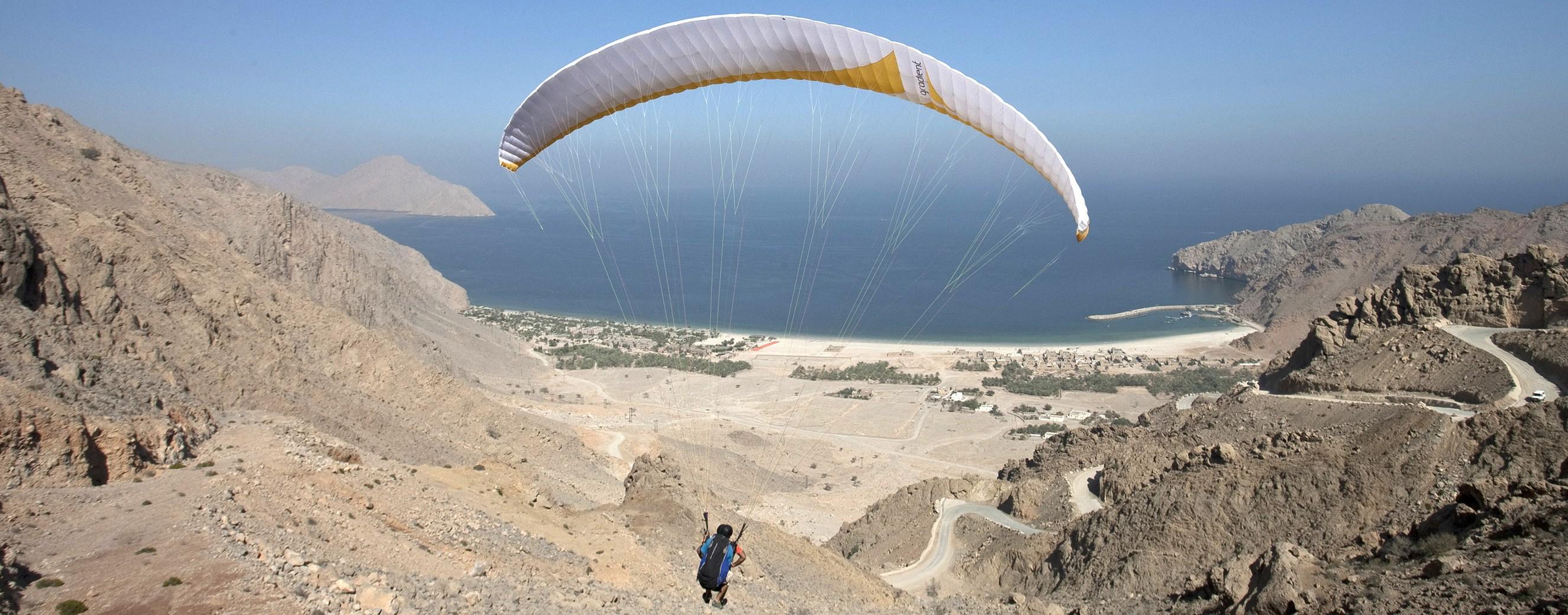 Paragliding Six Senses Zighy Bay