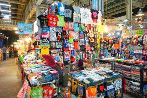 Kleidungsstand auf dem Shilin Night Market