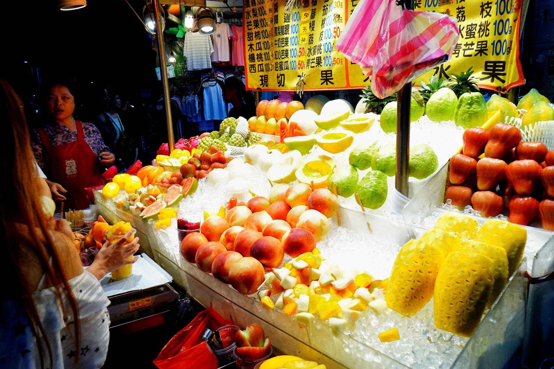 Frisches Obst an jeder Ecke des Shilin Night Market