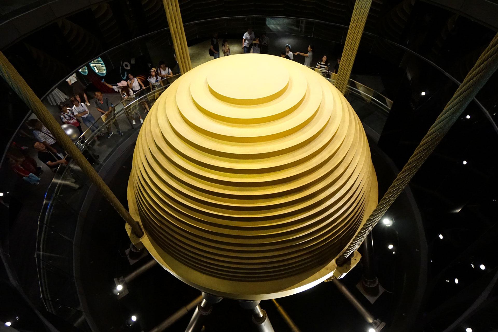 660 t Gewicht im Taipei 101, der größte und schwerste Schwingungstilger der Welt.