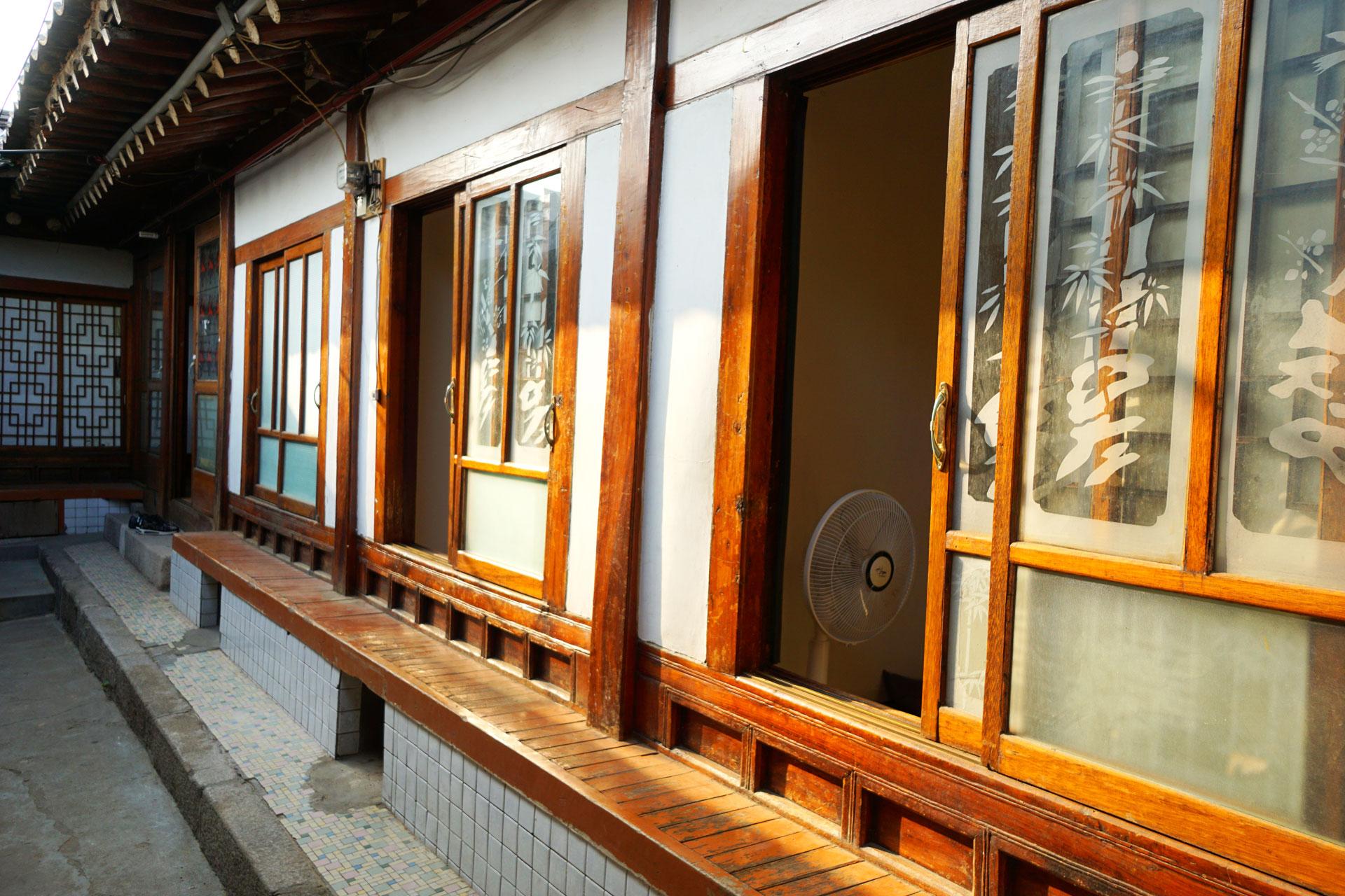 Ein ganz besonderes Erlebnis ist das Übernachten in einem traditionellen koreanischen Hotel, wie hier zum Beispiel in Ikseondong