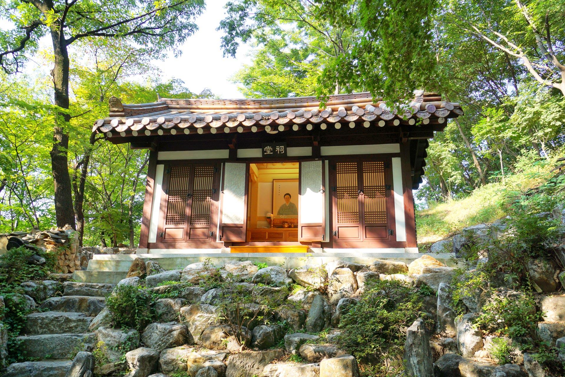 Der Schrein der einstigen Eigentümer der Ländereien, Kim Yeong-Han, im Gilsanga Tempel