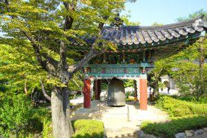 Große traditionelle Glocke im Gilsangsa Tempel.
