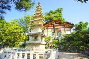 Kleine Pagode vor dem Gilsangsa Tempel