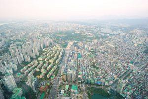 Die Skyline von Seoul vom Lotte World Tower aus gesehen.