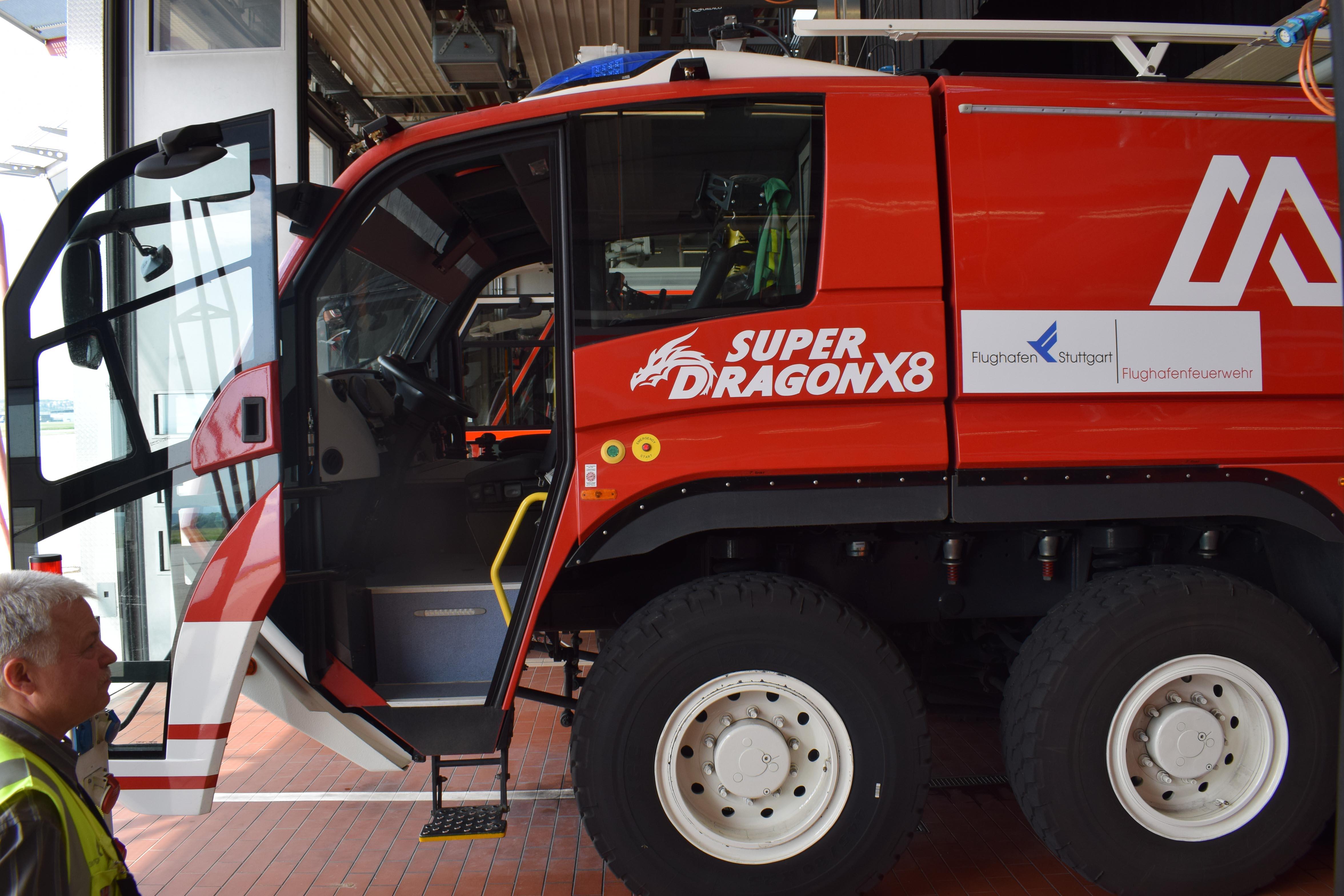Super Dragon X8 für die Brandbekämpfung am Stuttgarter Flughafen