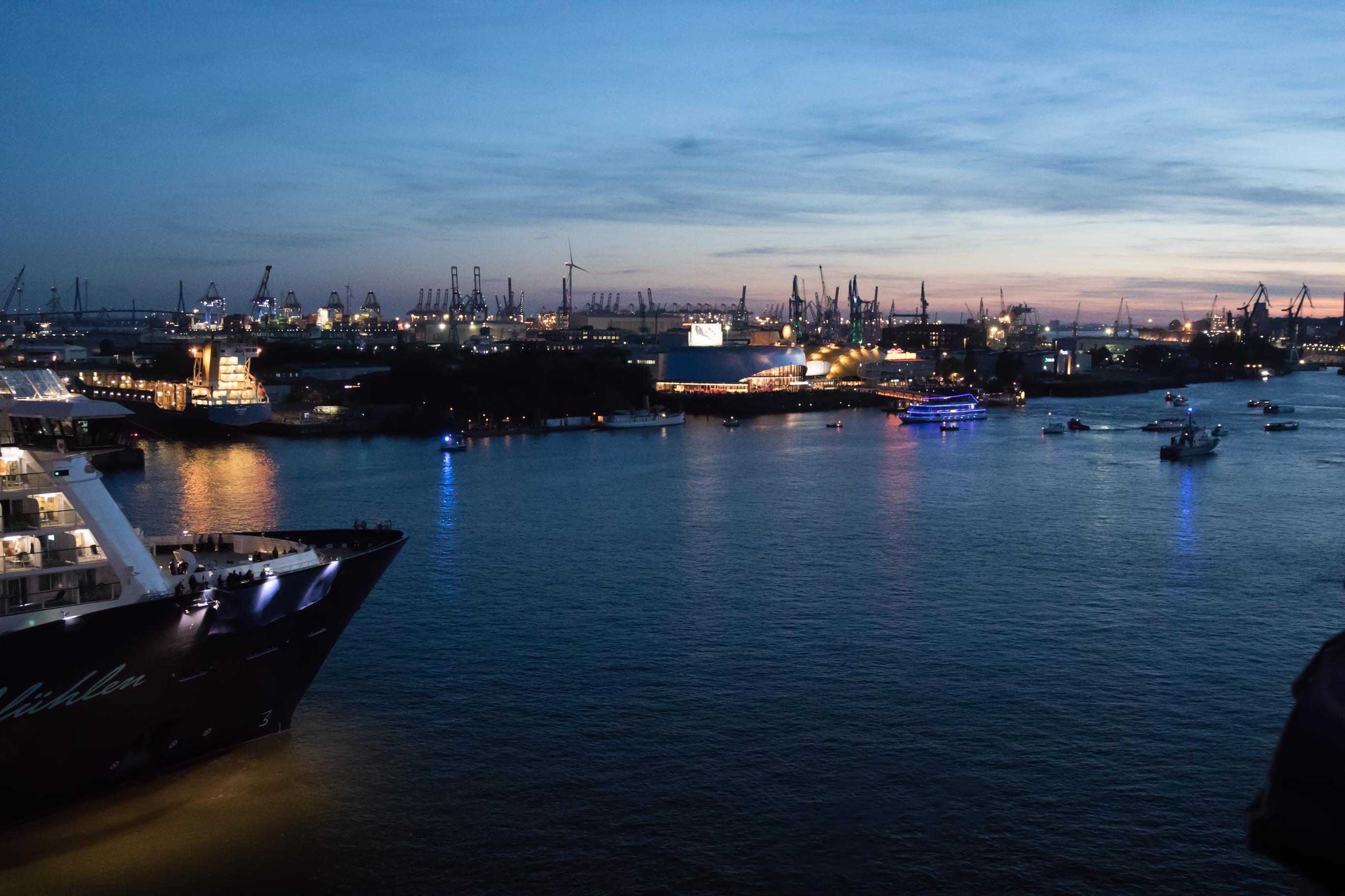 Mein Schiff 6 Taufe im Hamburger Hafen