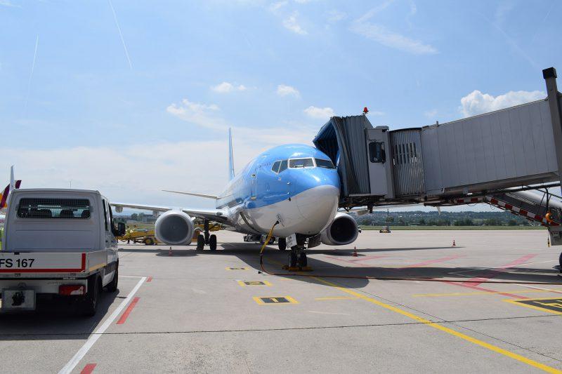 TUI Boeing 737 auf dem Rollfeld in Stuttgart