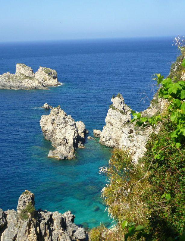 Korfus Felsgesteine im Meer