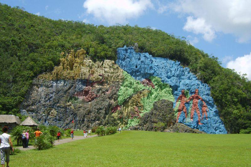 Bunte Felsmalerei Mural de la Prehistoria in Viñales