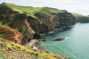 Madeiras grüne Felsküste