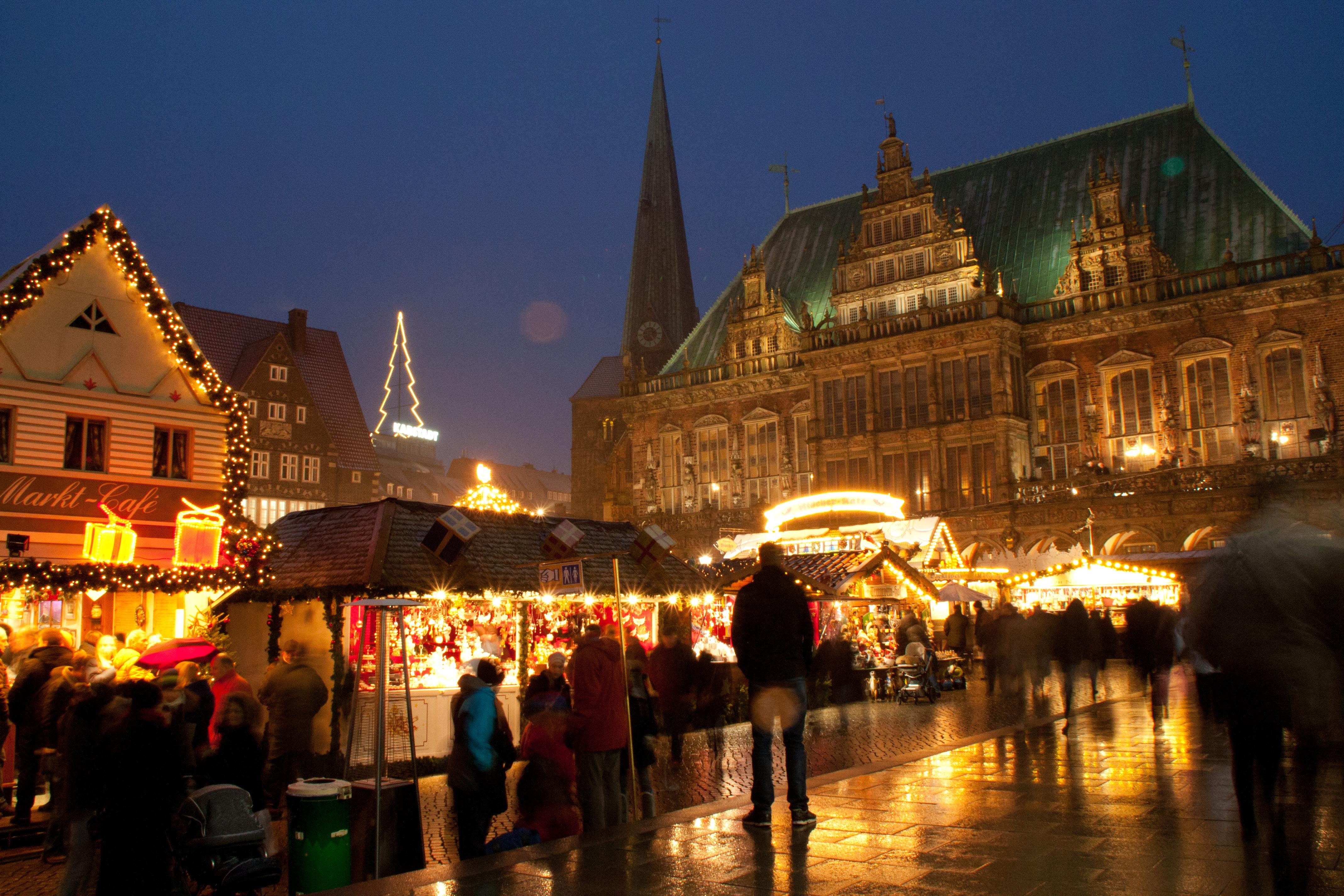 © Carolin Hinz / BTZ Bremer Touristik-Zentrale: Der Bremer Weihnachtsmarkt auf dem historischen Marktplatz
