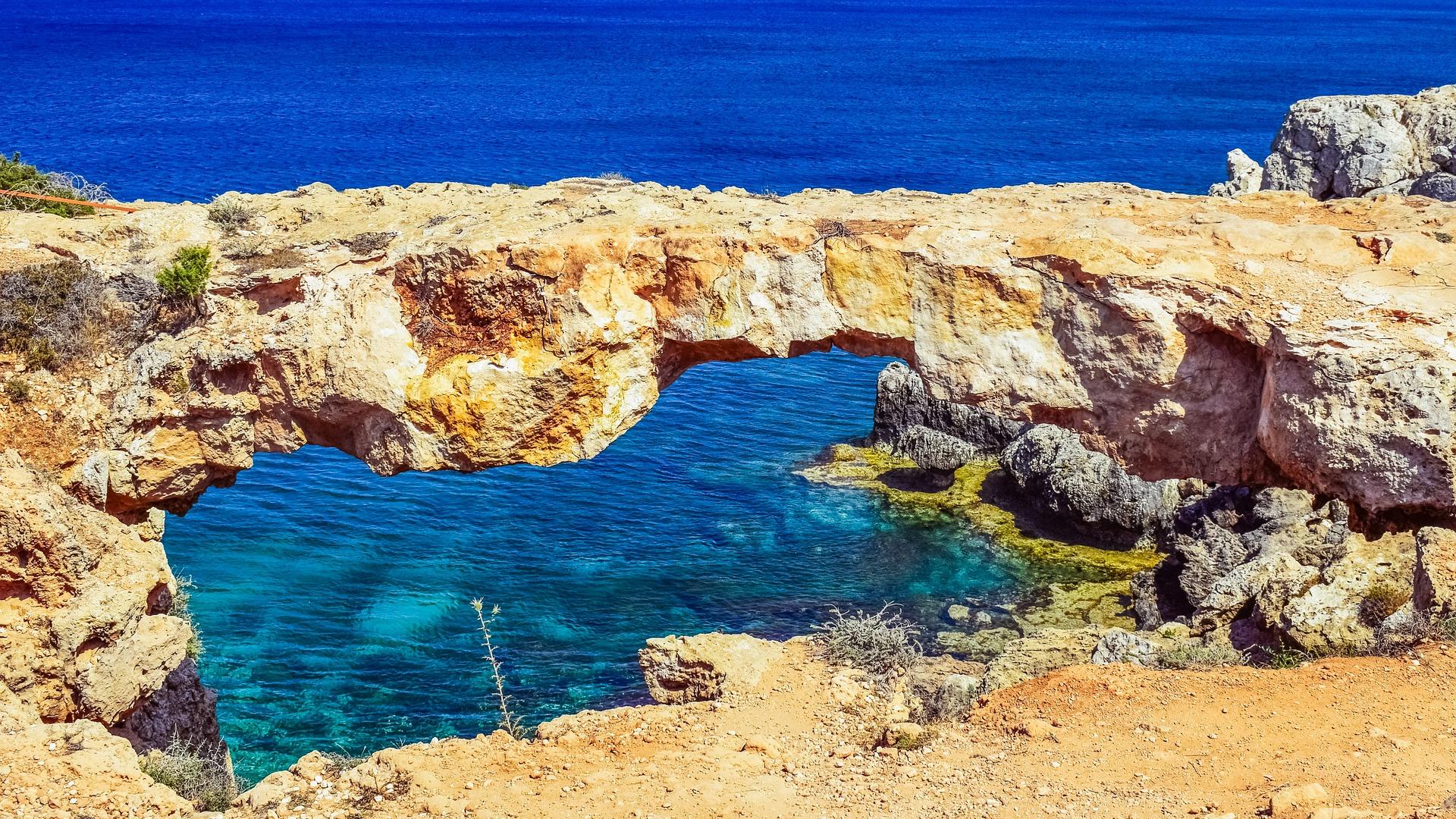 Zypern lockt mit zahlreichen Felsgesteinen