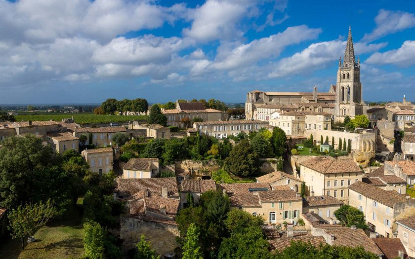 Saint-Émilion ist ein malerisches Städtchen, nur wenige Autominuten von Bordeaux entfernt