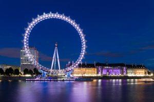 Das London Eye bei Nacht.
