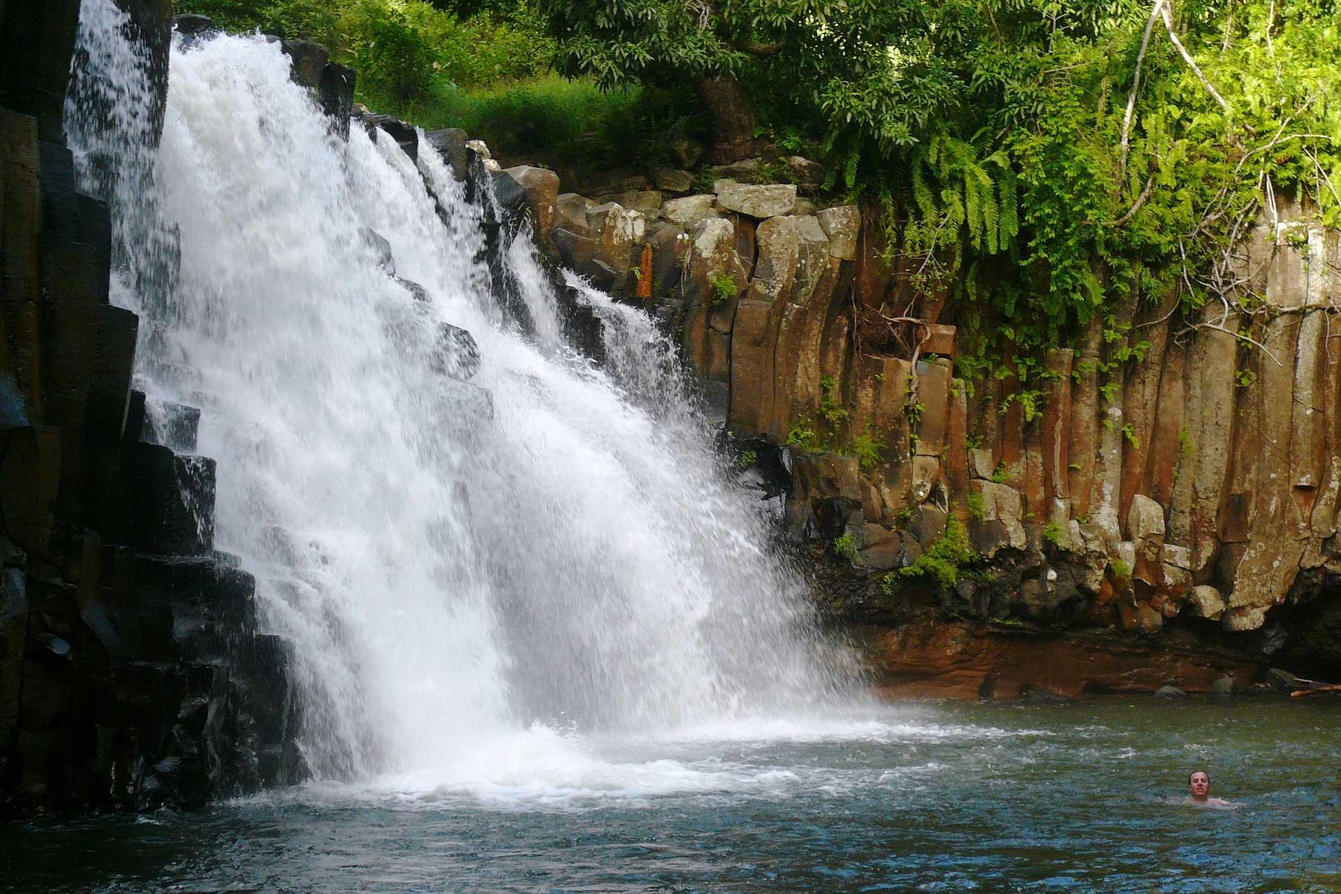 Wasserfall im Urwald auf Mauritius