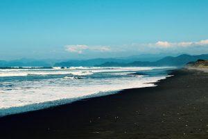 Schwarzer Strand auf São Miguel