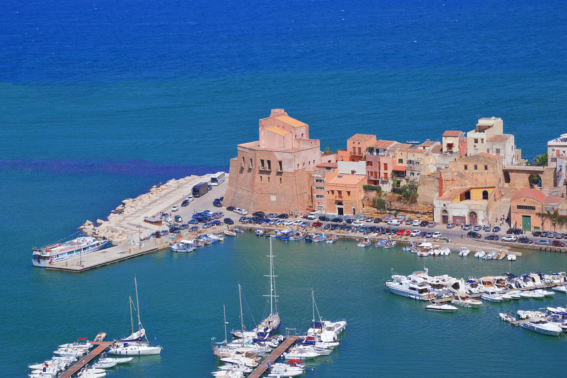 Hafen in Sizilien