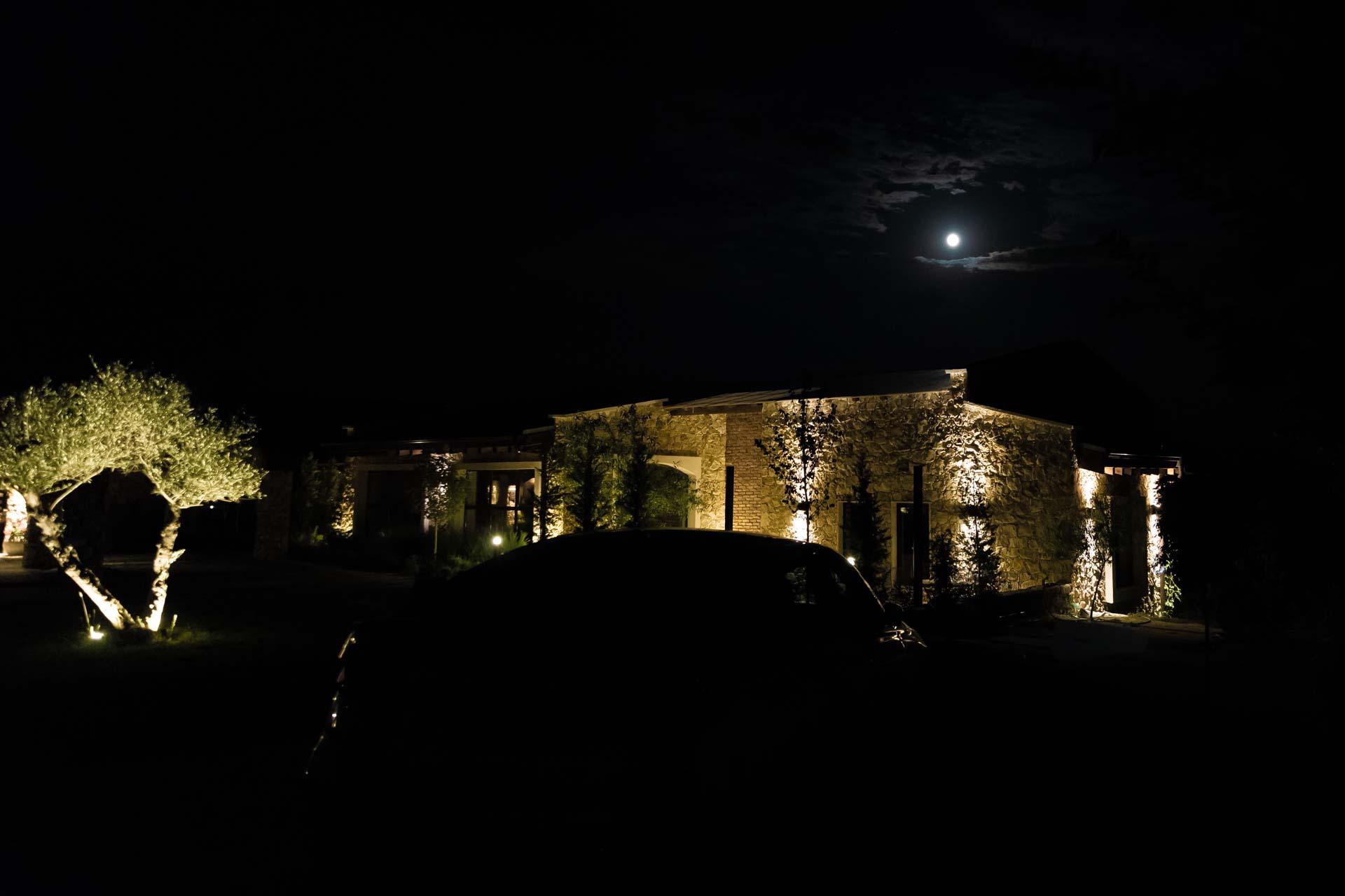 Zornitza Family Estate, Ankunft Nacht