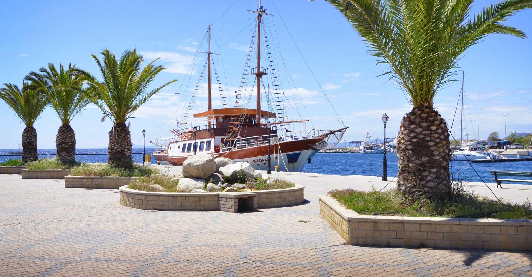 Chalkidiki Schiff im Hafen